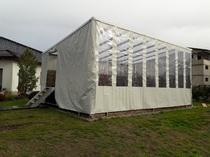 Zelt mit Dachfenster für Pool