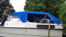 Bootsverdeck mit seitlichen Öffnungen